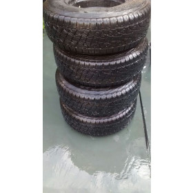 4 pneus Pirelli Scorpion All Terrain 235/75 R15 seminovos  com 4 semanas de uso ideal para Suzuki Jimny